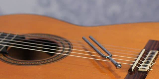 4 great ways to tune guitar by ear with or without a tuner. Black Bedroom Furniture Sets. Home Design Ideas